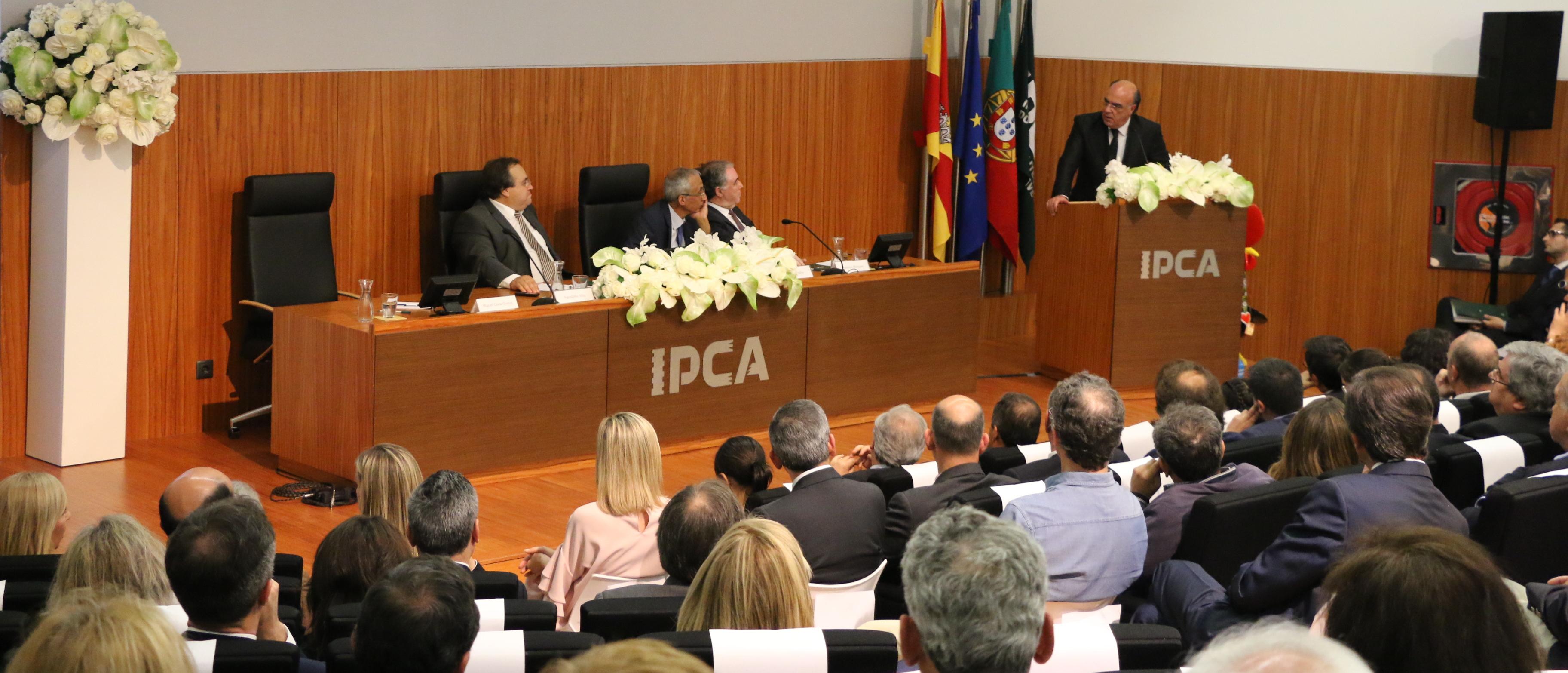 Presidente da Câmara presente na homenagem a João Carvalho