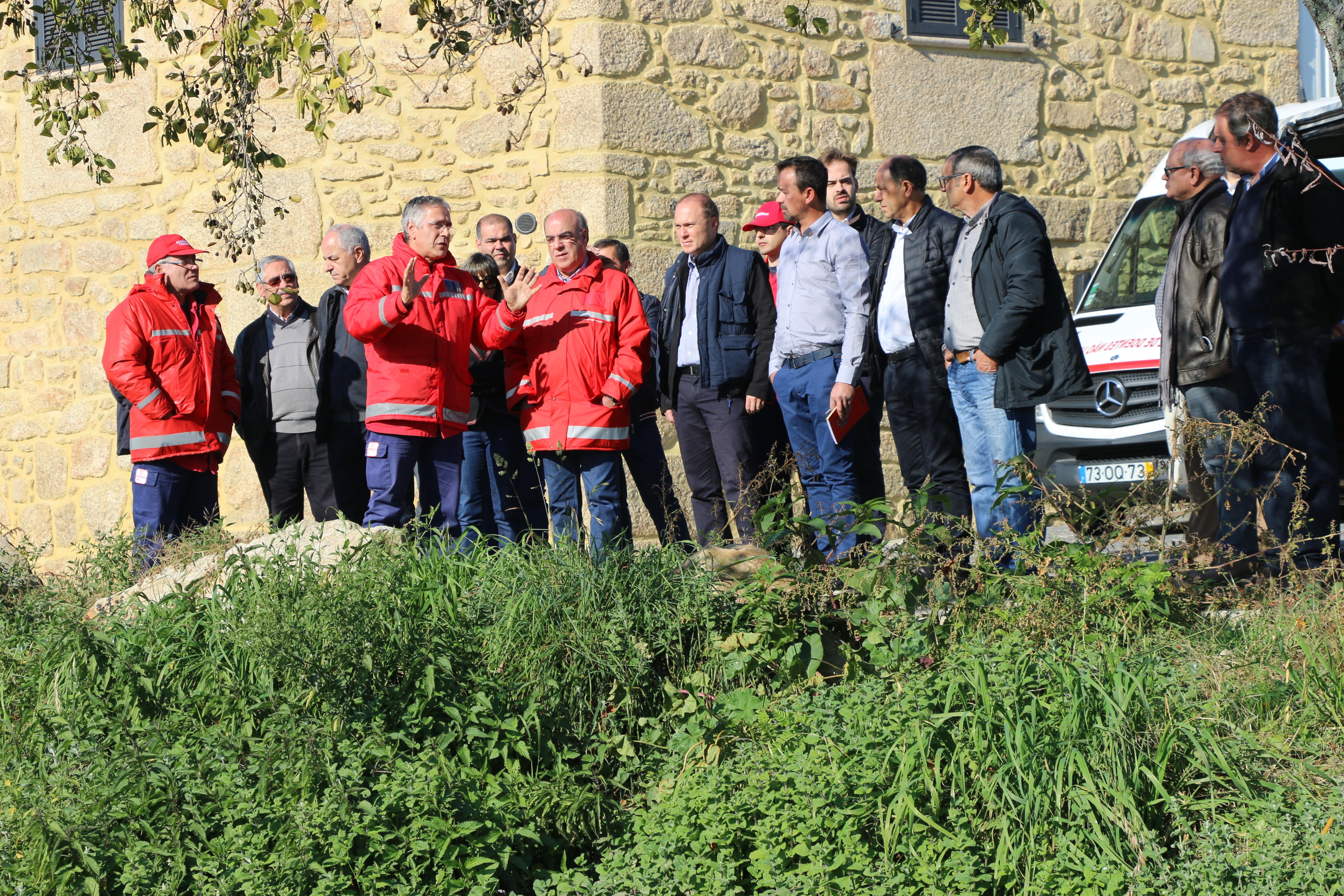 Câmara Municipal implementa ação de remoção de jacintos no Rio Cávado