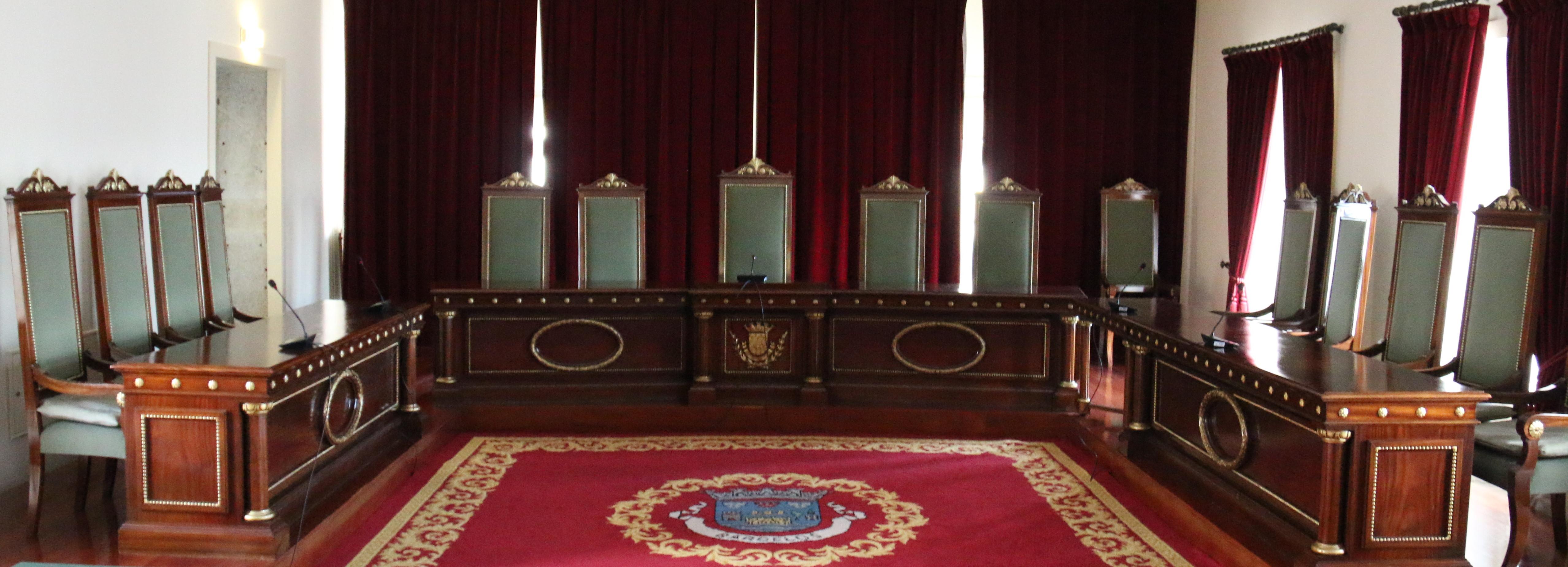 Executivo municipal com quatro vereadores a tempo inteiro