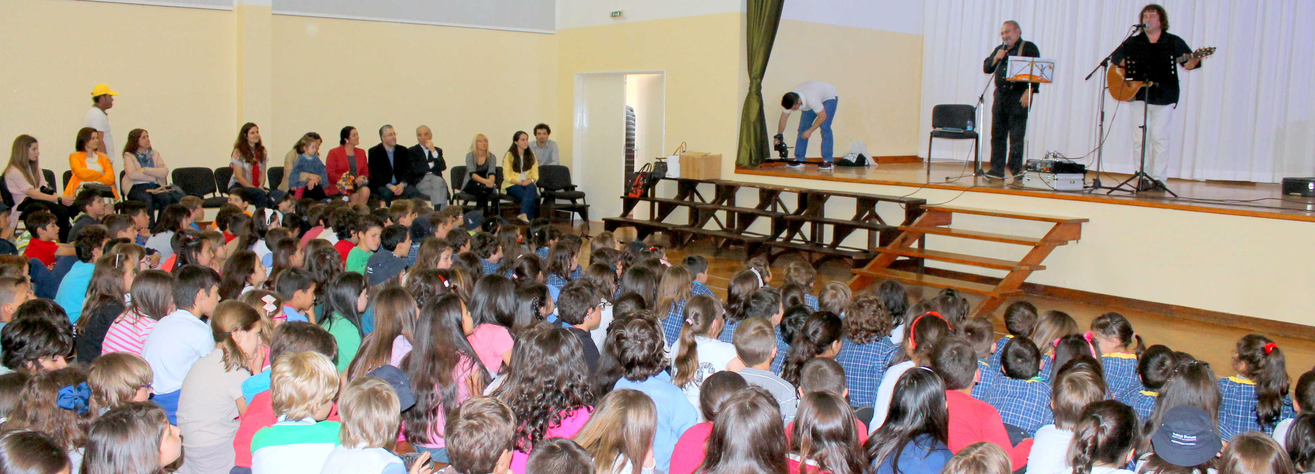 Escritor José Fanha e músico Daniel Completo no programa animação das escolas do concelho
