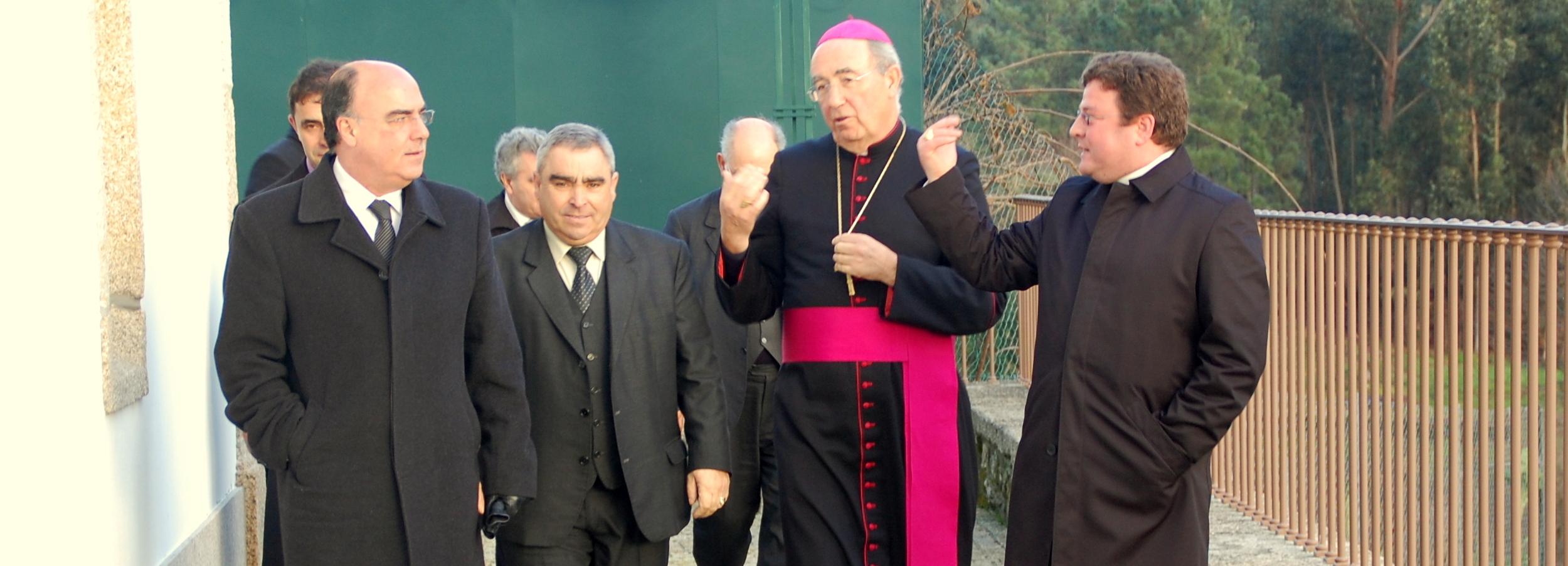 Presidente da Câmara na inauguração do restauro da igreja de Vilar do Monte