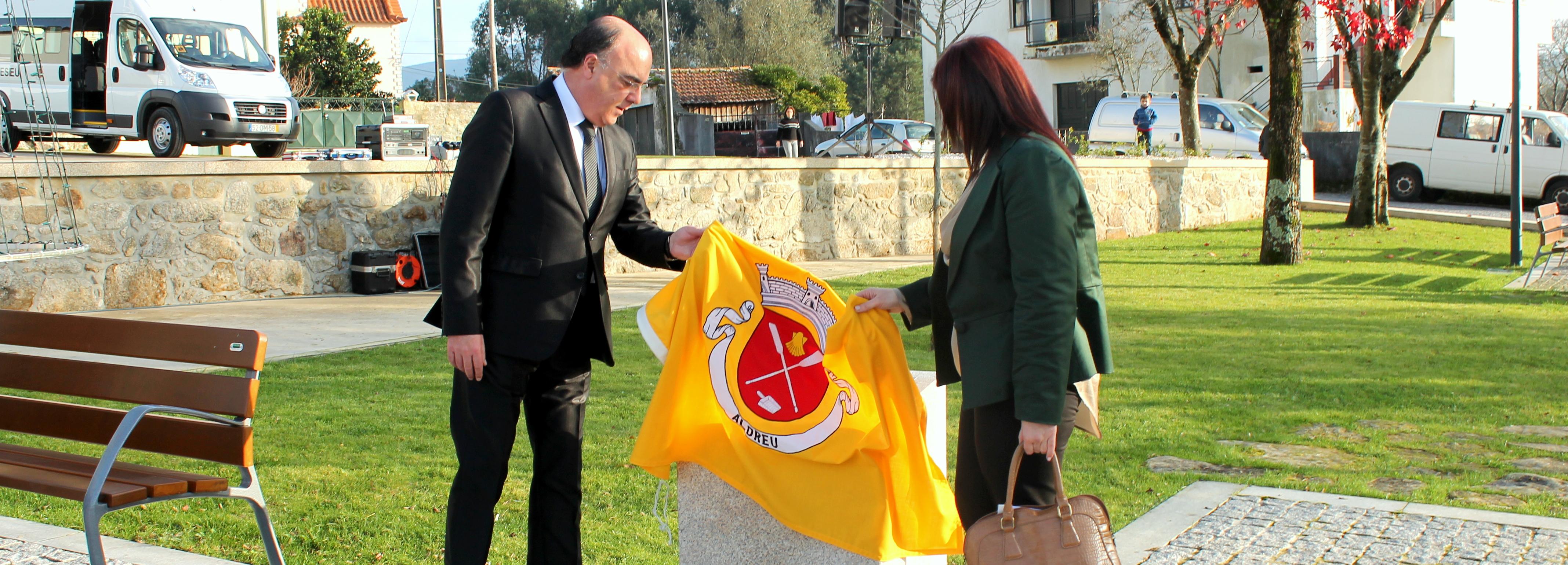 Presidente da Câmara inaugurou requalificação da área envolvente à Igreja Paroquial de Aldreu e miniautocarro da Freguesia