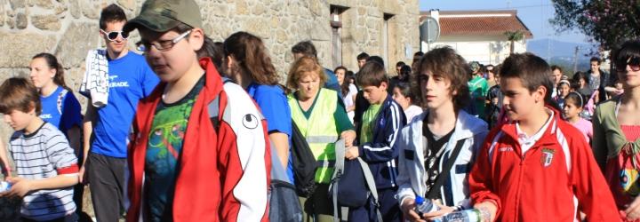 Dezenas de participantes na caminhada em Galegos S. Martinho
