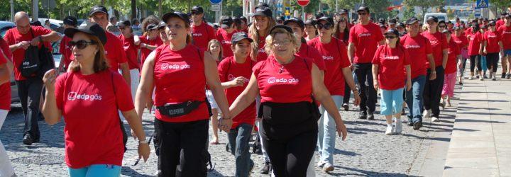 Centenas de pessoas na caminhada a favor da Liga Portuguesa Contra o Cancro