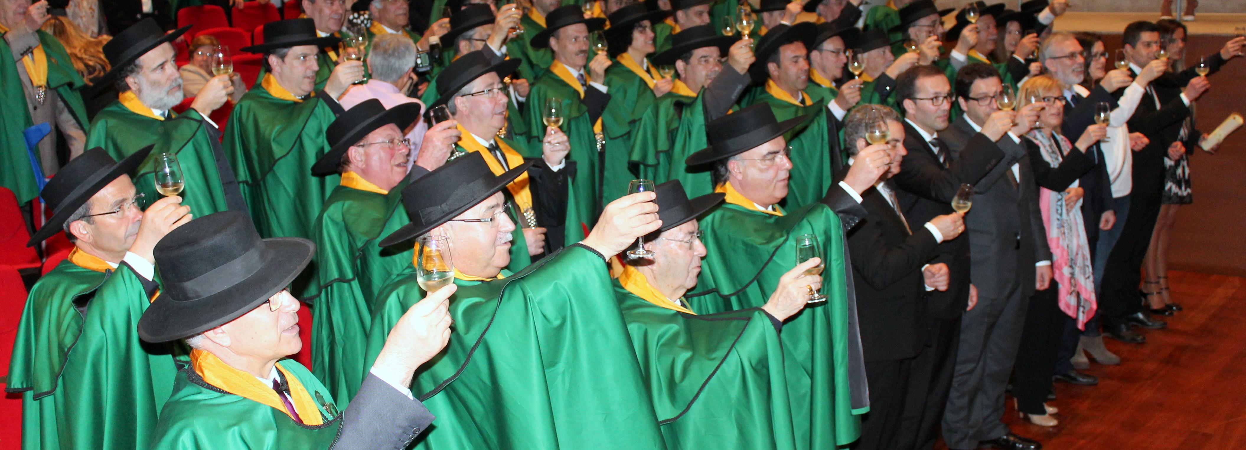 Município entronizado Confrade Honorário com o título de Mecenas na Confraria do Vinho Verde
