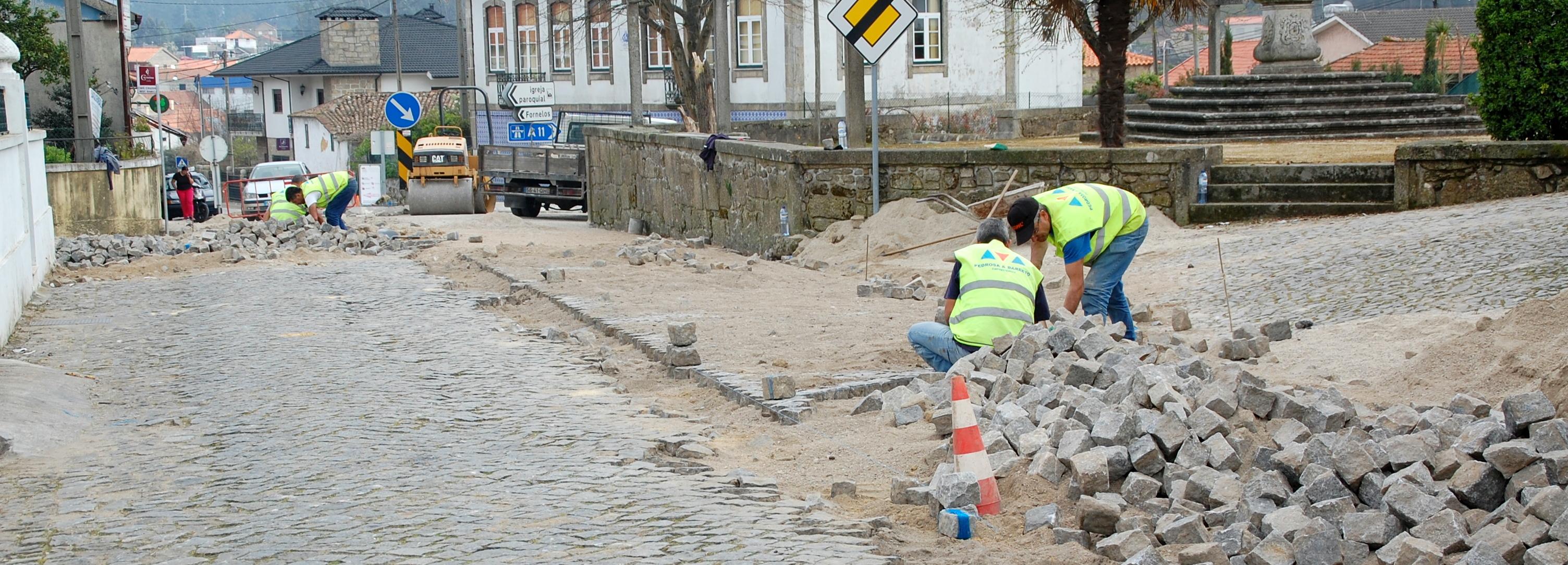 Freguesia de Gilmonde melhora pavimento da Rua da Igreja