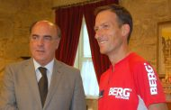 presidente da câmara recebeu o maratonista carl...