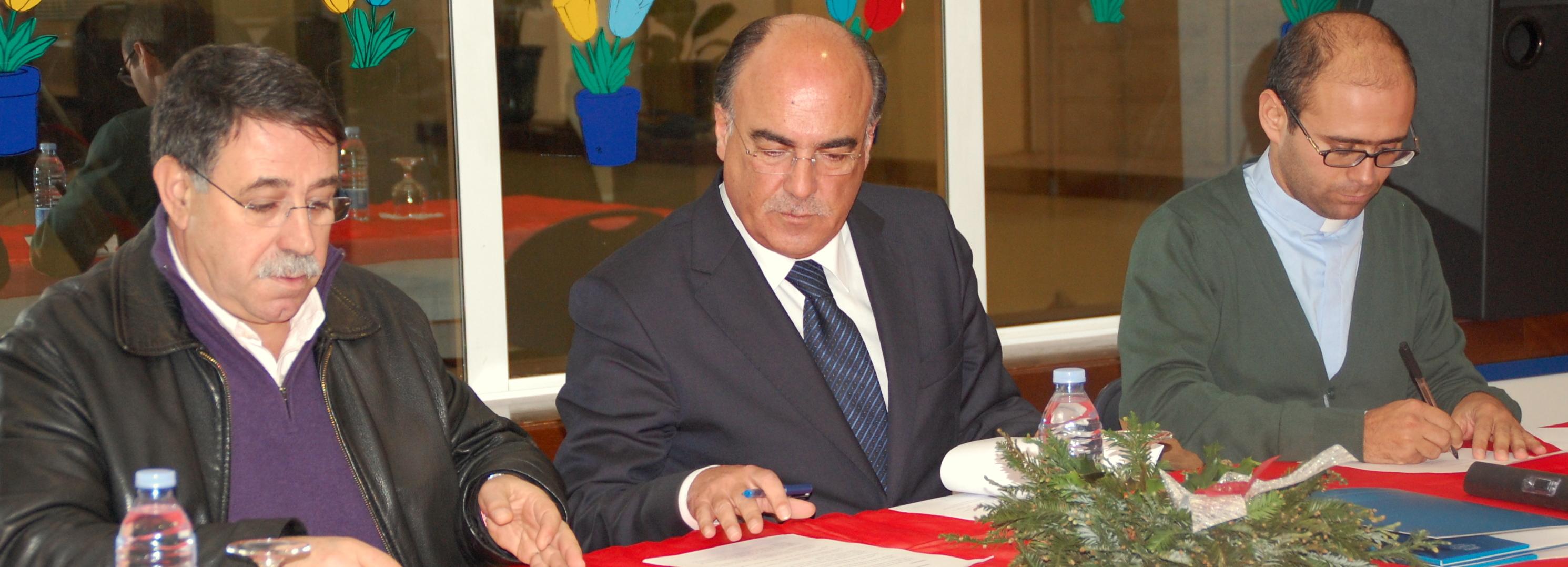 Presidente da Câmara assinou protocolos para implementação de pequenos-almoços nas escolas do concelho
