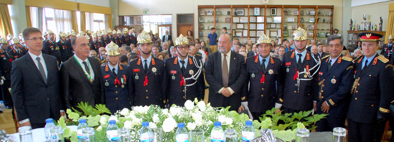 Bombeiros de Barcelinhos agraciam Presidente da Câmara pelo empenho na construção do novo quartel