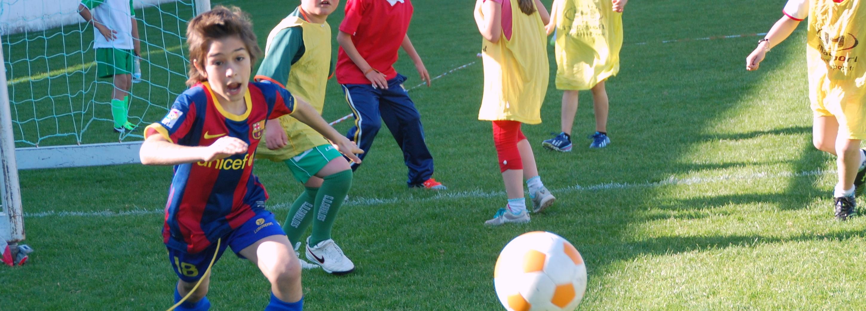 Torneio inter-escolas de futebol de 5 apurou dez equipas para a final