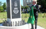 veteranos constroem memorial aos militares barc...