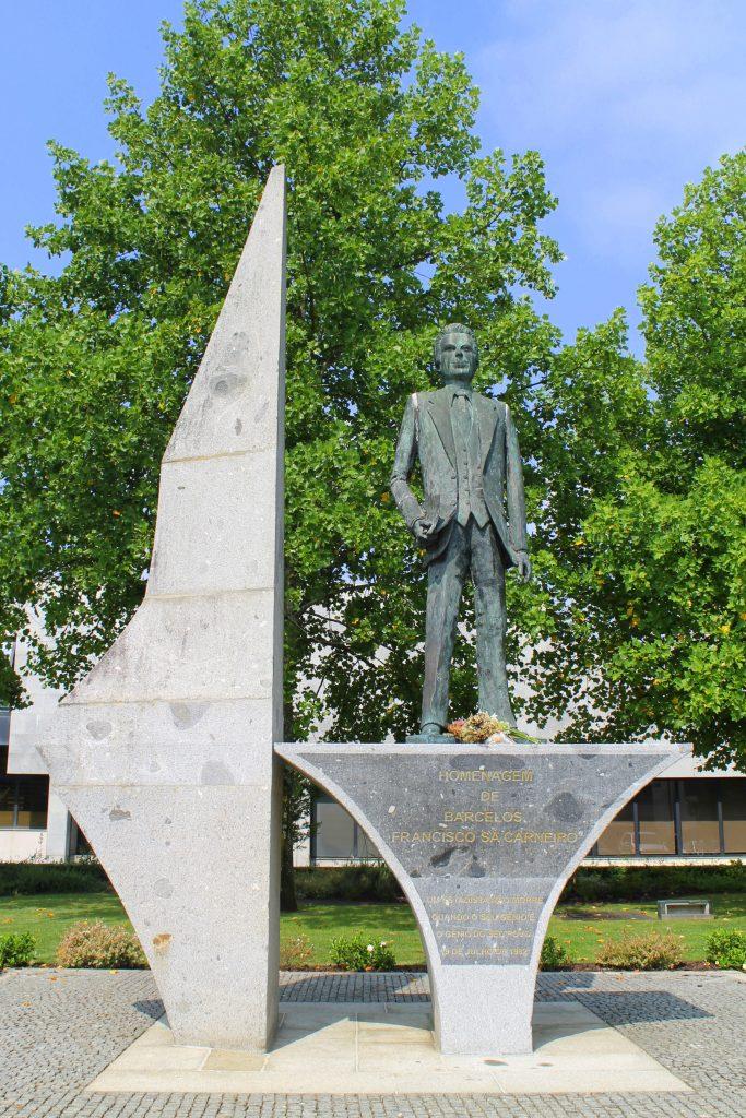 Monumento a Francisco Sá Carneiro