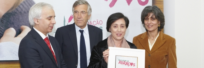 "Município de Barcelos adere ao projecto ""Procuram-se Abraços"""