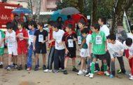 centenas de alunos na corrida de estrada 2011