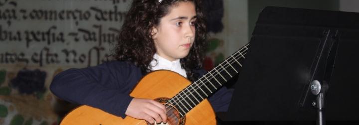 Alunos do Conservatório de Música e do Ensino Articulado da EBI de Vila Cova em recital no Salão Nobre