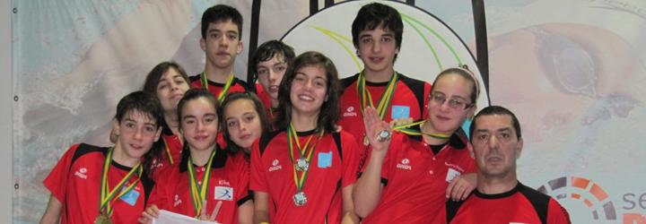 Atletas de Barcelos no pódio do Campeonato Regional de Infantis de Natação