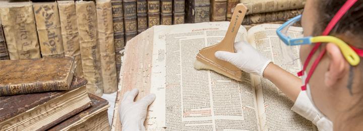 Livros da Biblioteca do convento de Vilar de Frades alvo de tratamento técnico