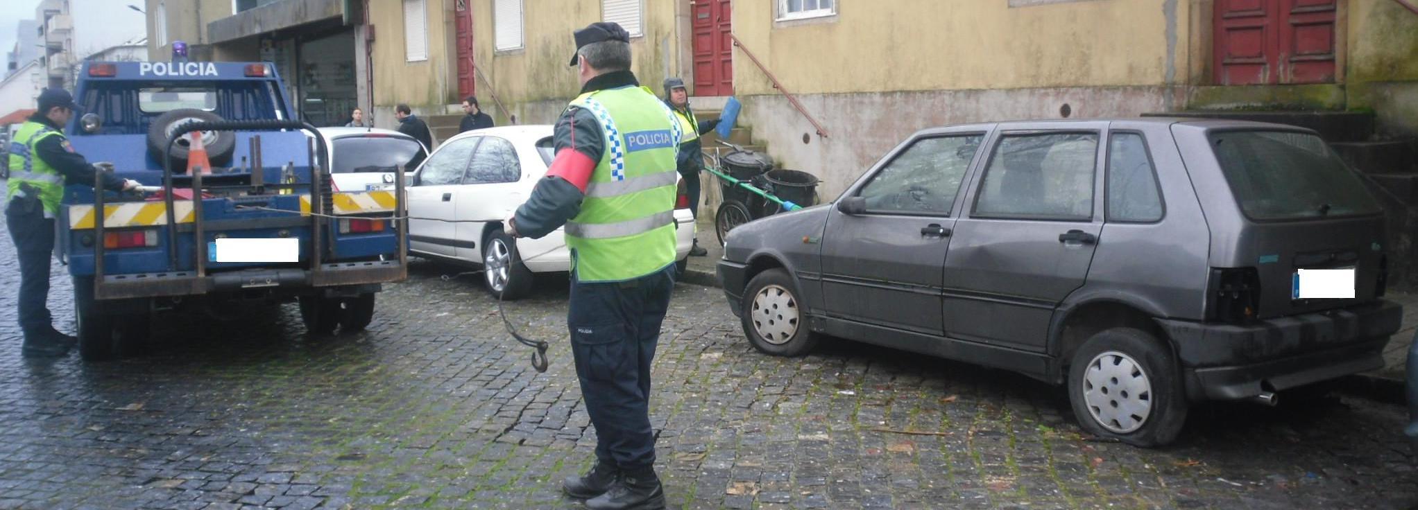 Câmara Municipal e PSP removem veículos abandonados