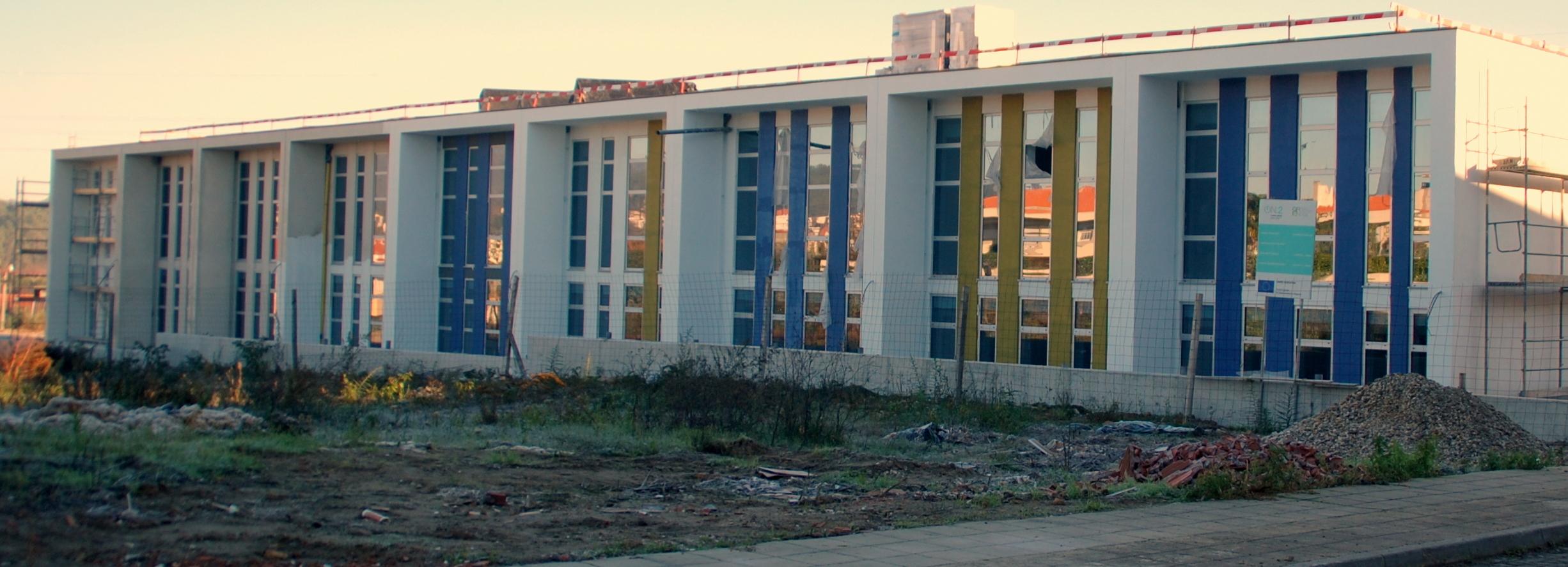 Nova empresa assume obras finais do Centro Escolar de Arcozelo