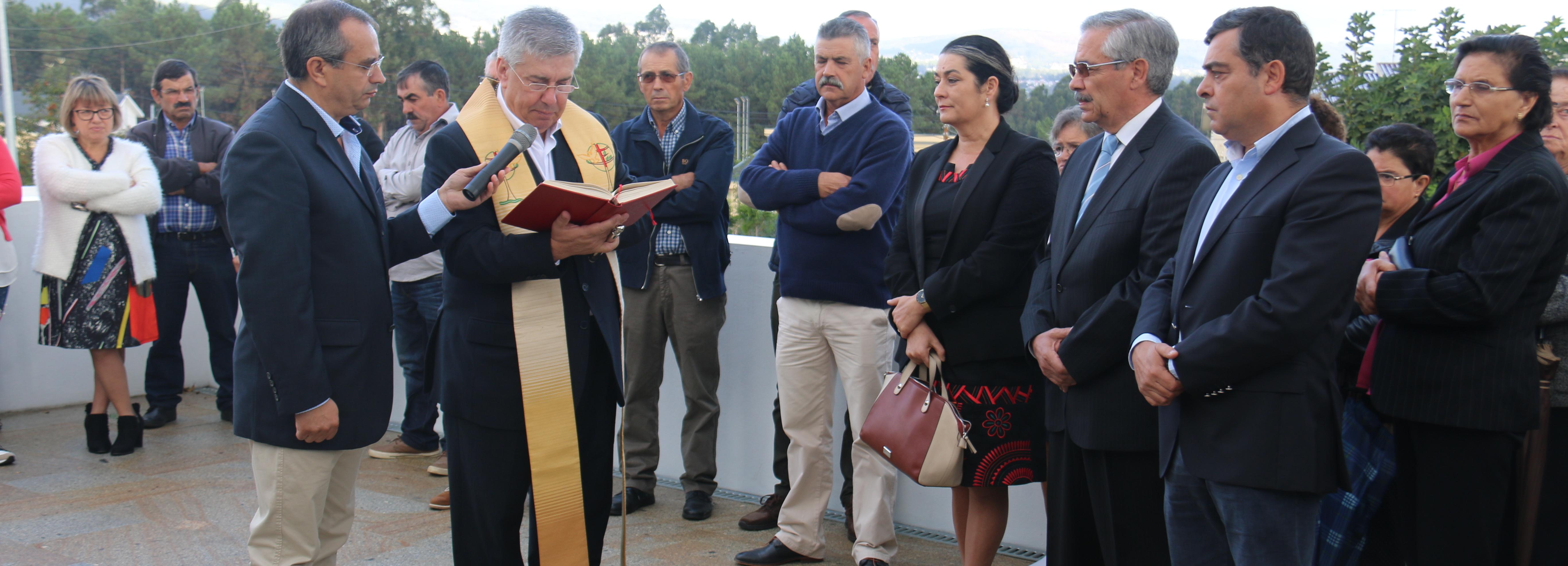 Rio Covo Sta Eugénia inaugura ampliação do cemitério