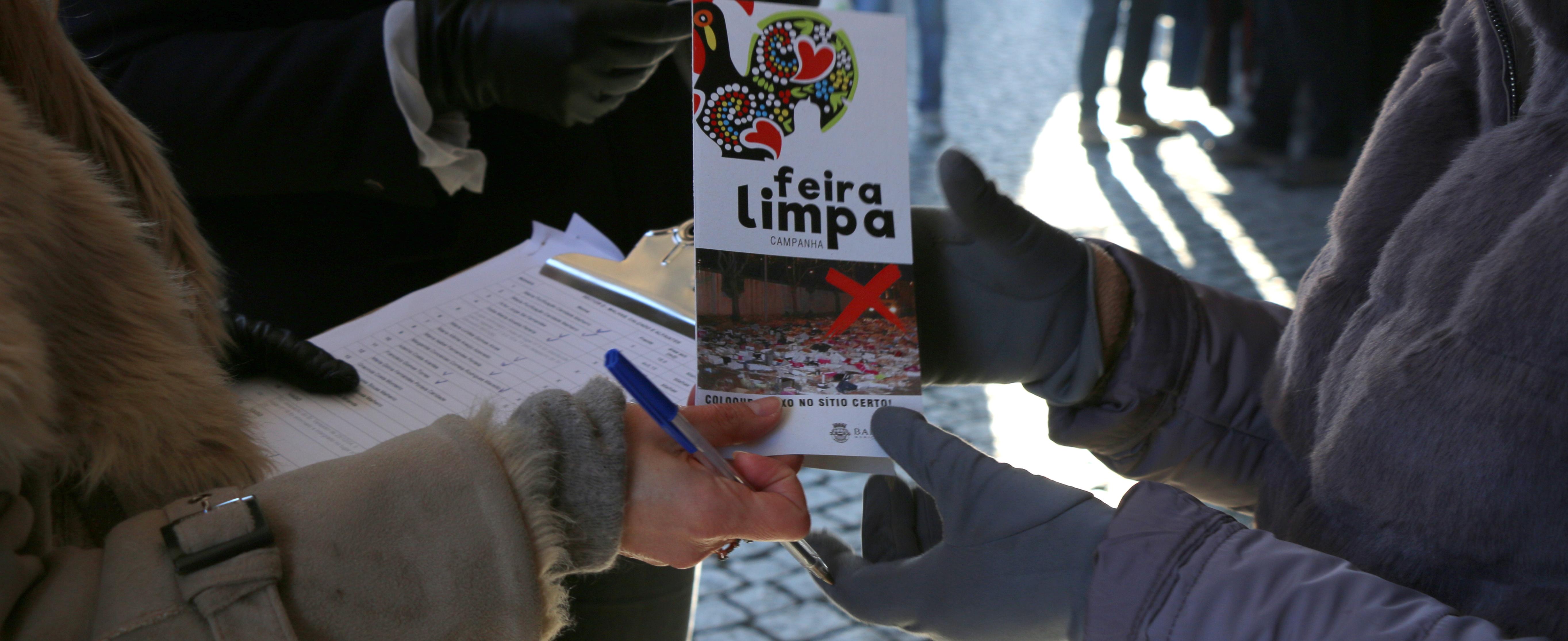 Ação de sensibilização ambiental junto dos feirantes