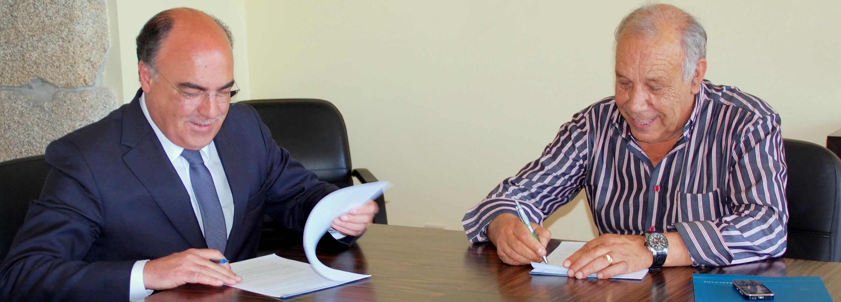 Presidente da Câmara assina protocolo com Centro Social de S. Veríssimo