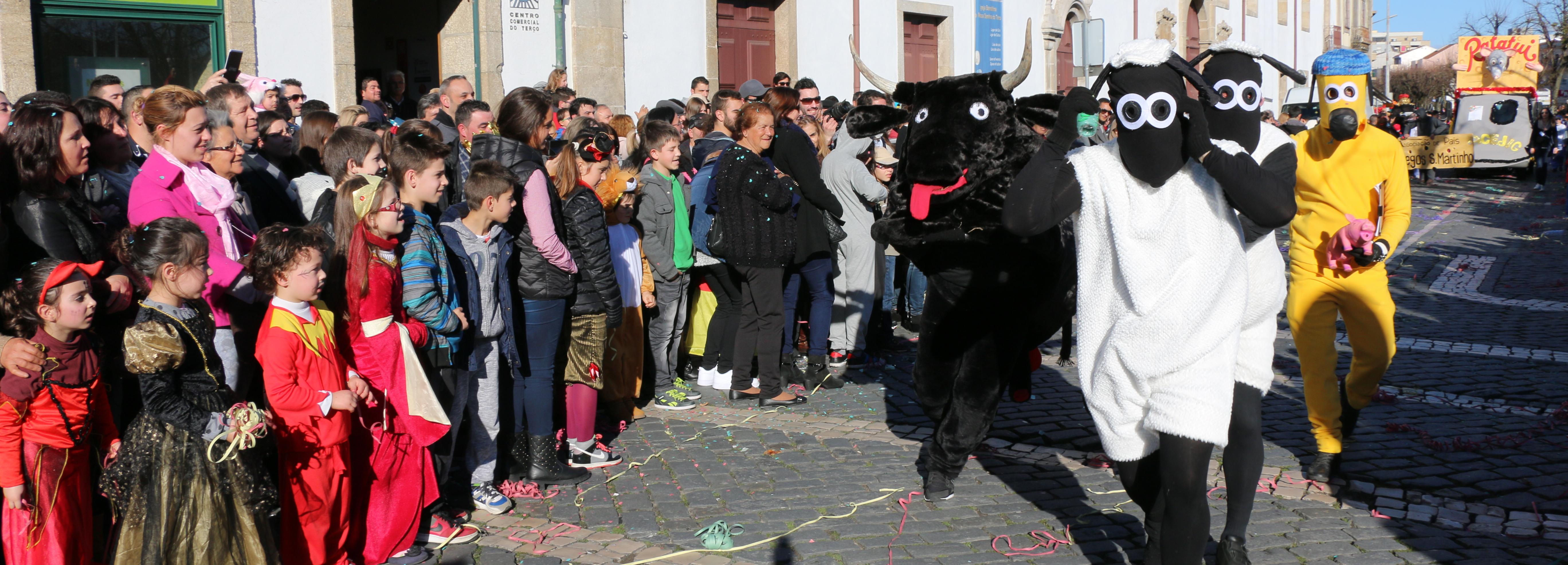 "Ovelha ""Choné"" vence desfile do Carnaval Popular"