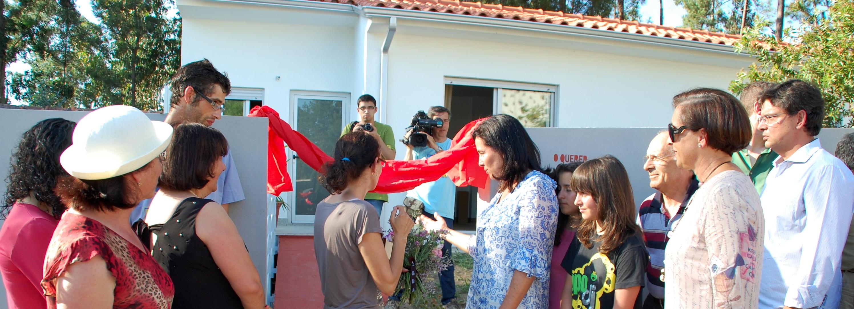 Família carenciada de Galegos Santa Maria tem casa nova