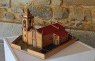exposição de miniaturas em madeira na sala gótica