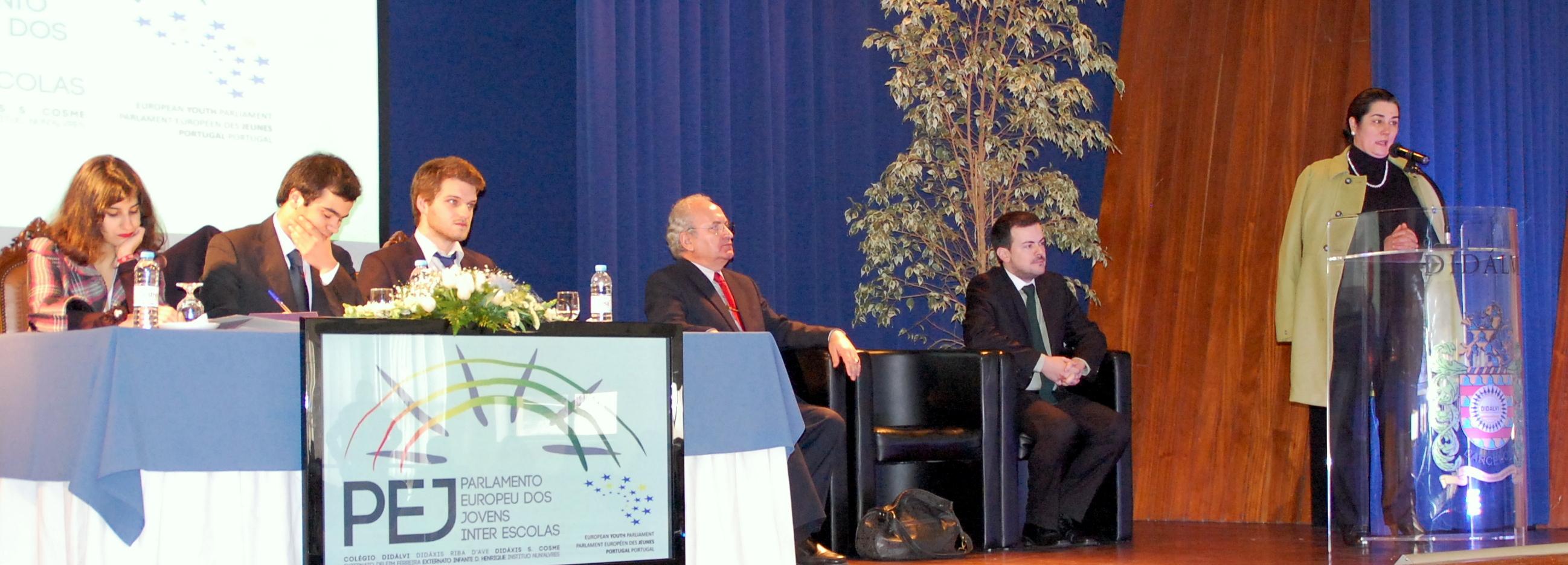 Colégio Didálvi recebeu sessão do Parlamento Europeu dos Jovens