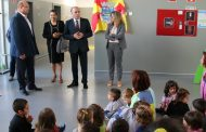 investimentos de 4 milhões de euros na educação...