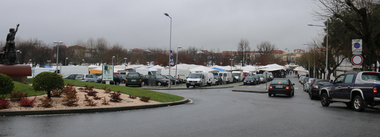Câmara Municipal reinstalou comerciantes para abrir corredor de segurança ao Hospital