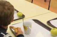 município fornece pequenos almoços aos alunos e...