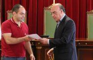presidente da câmara assinou contratos de desen...
