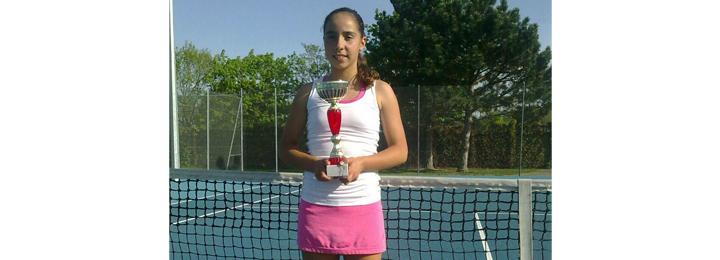 Tenista Joana Ferreira vence torneios nacionais e internacionais