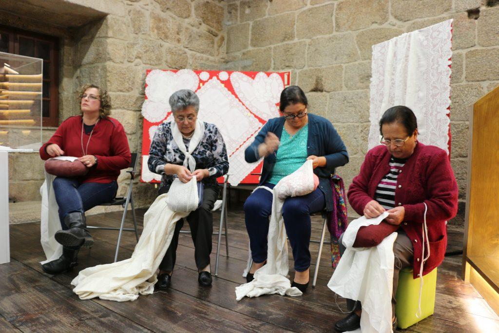 """Workshops de Bordado e Tecelagem – """"O Caminho que o Linho faz"""""""