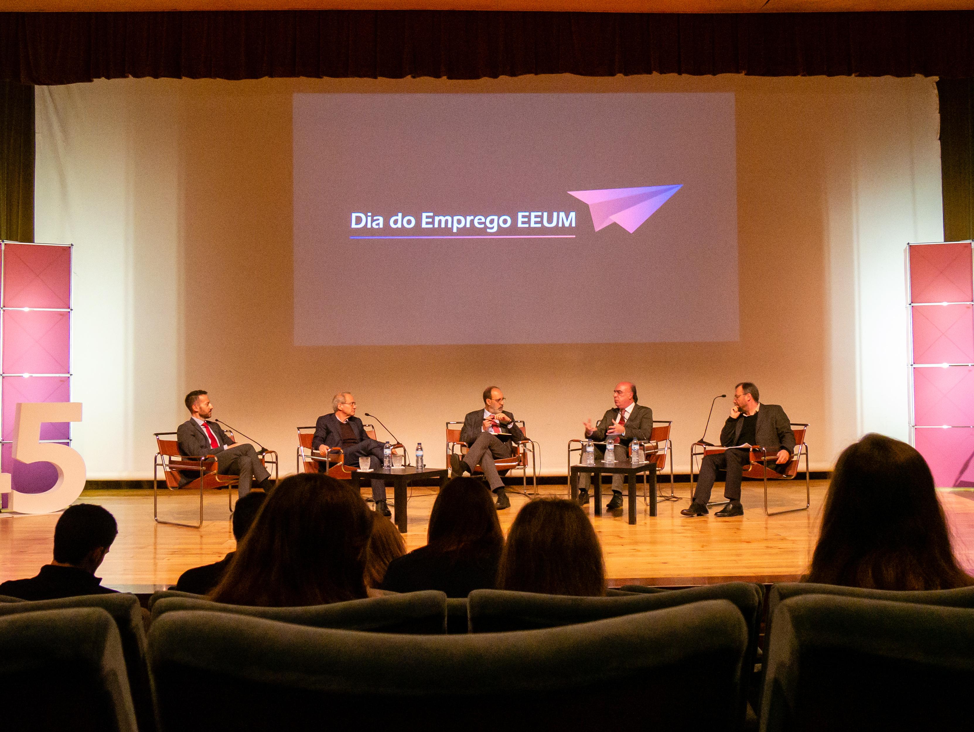 Presidente da Câmara de Barcelos presente em debate sobre Emprego da EEUM