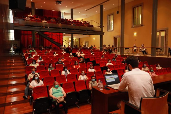 Sessão formativa sobre Covid-19 para profissionais do pré-escolar