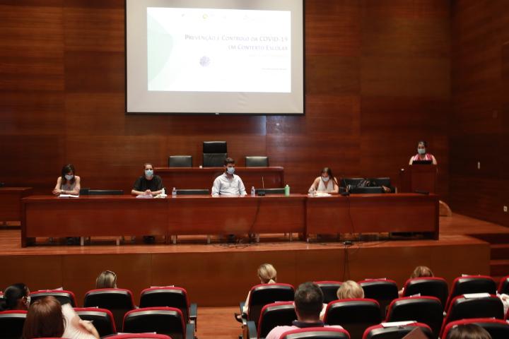 Técnicos das IPSS's e comunidade escolar recebem formação para combate à COVID-19