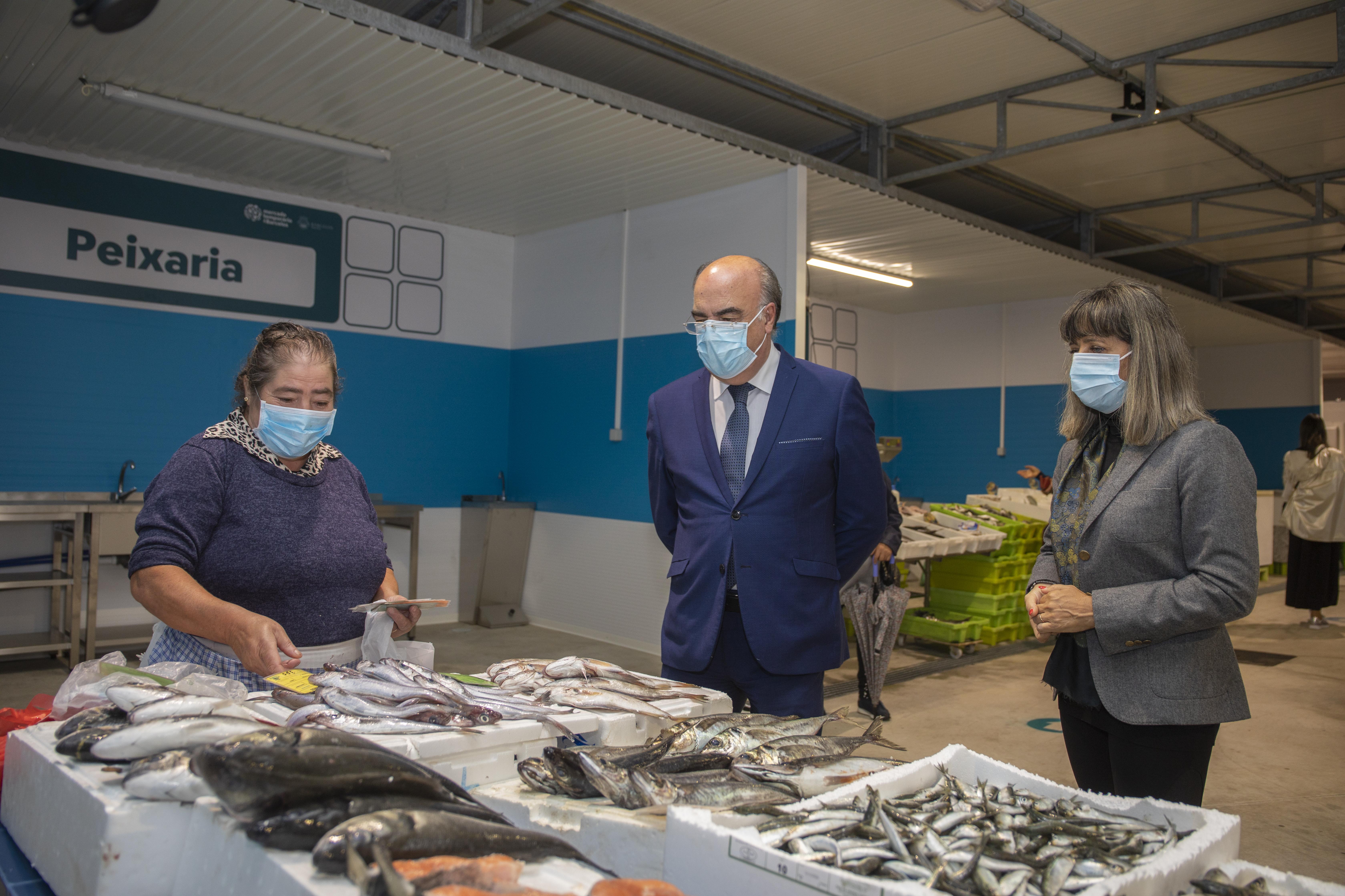 Presidente da Câmara visitou Mercado Temporário de Barcelos