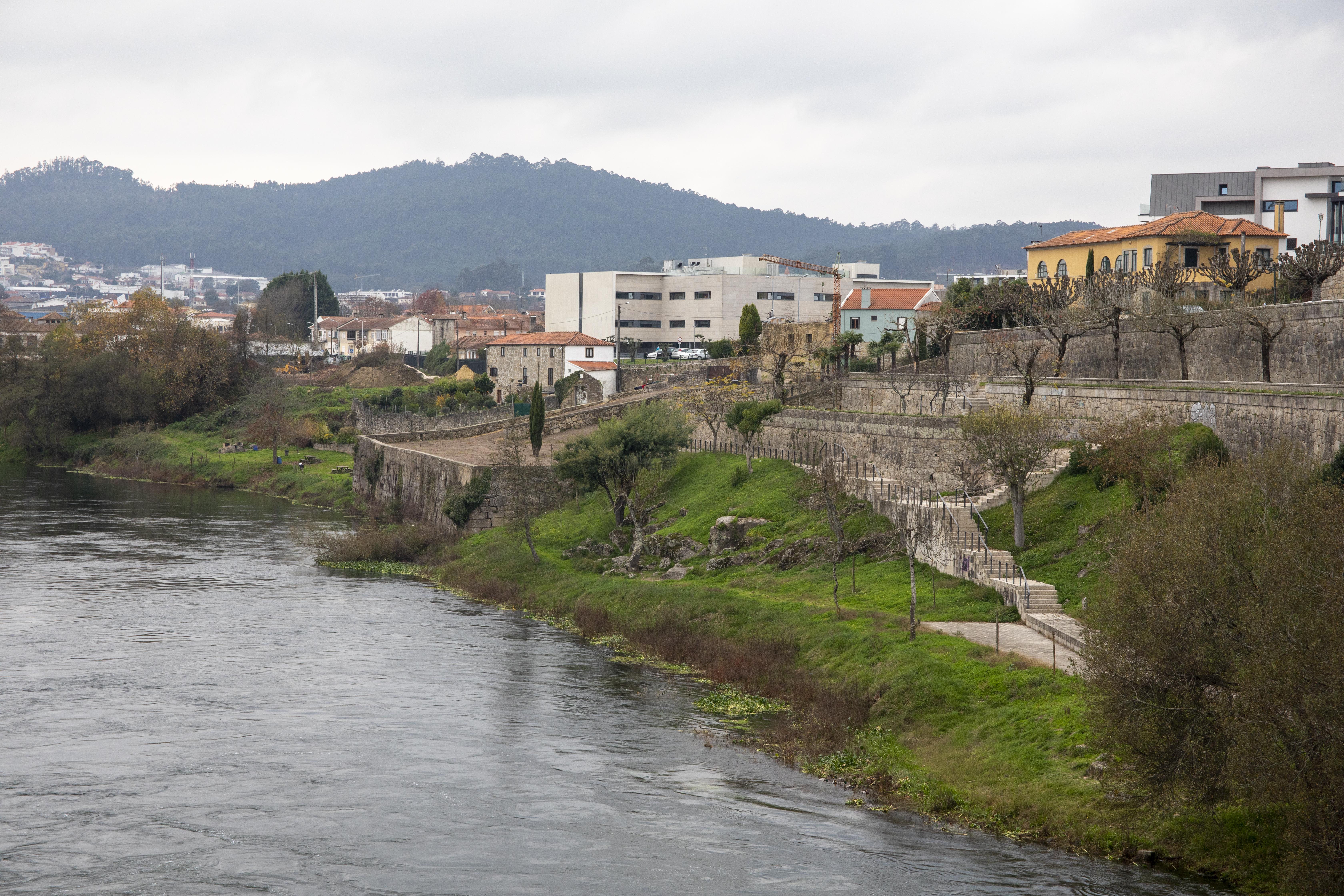 Município implementa passadiço pedonal na margem direita do Rio Cávado