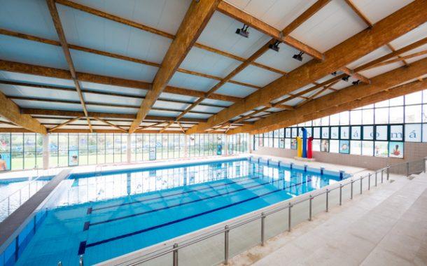 escola de natação recebe certificação de qualidade