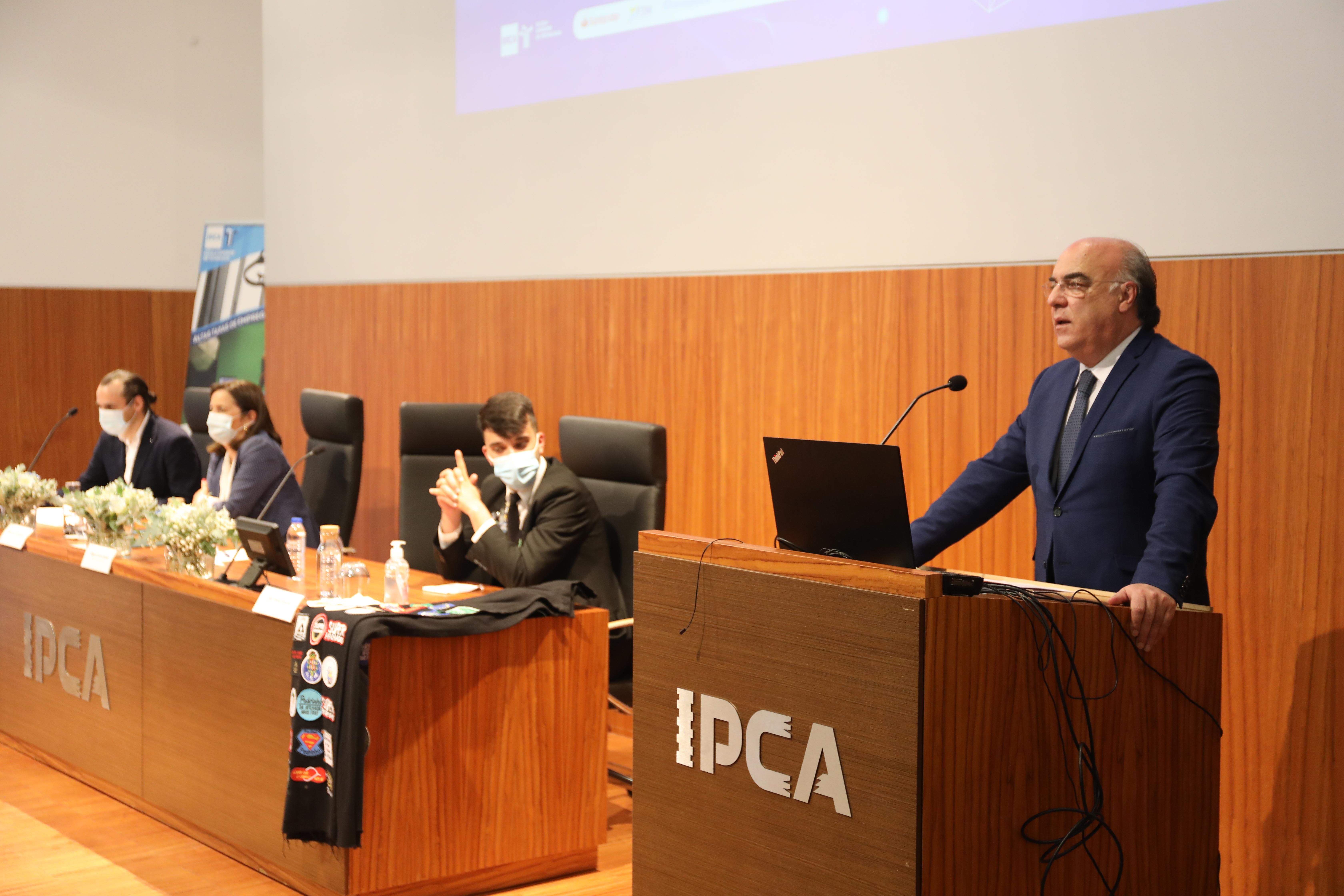 Presidente da Câmara participou nas comemorações dos 17 anos da Escola Superior de Tecnologia do IPCA