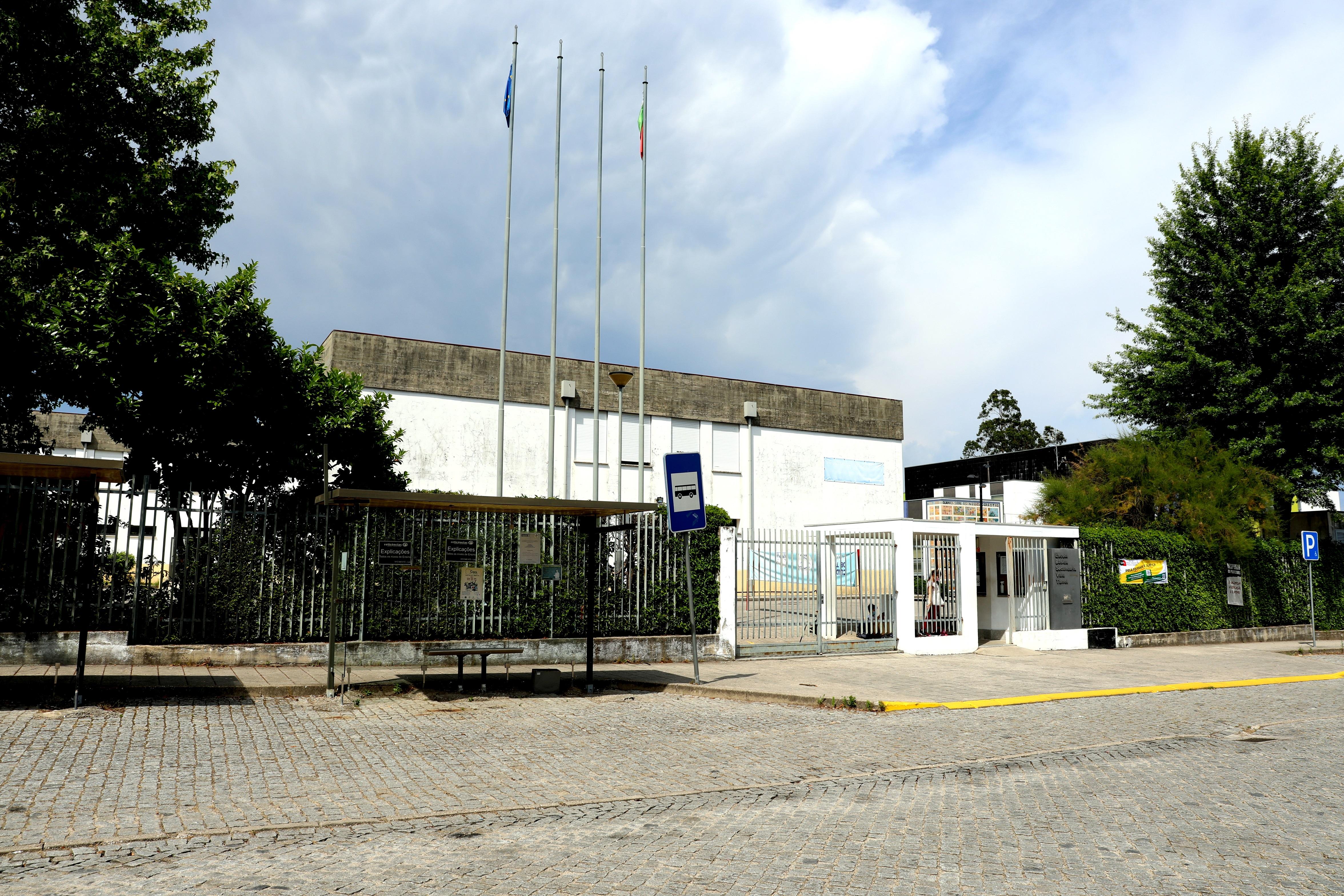 Câmara Municipal adjudica serviço de transportes públicos e empreitada de remoção de amianto